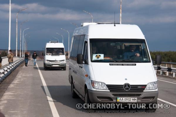 Автобусы ЧЕРНОБЫЛЬ ТУР переезжают через Припять